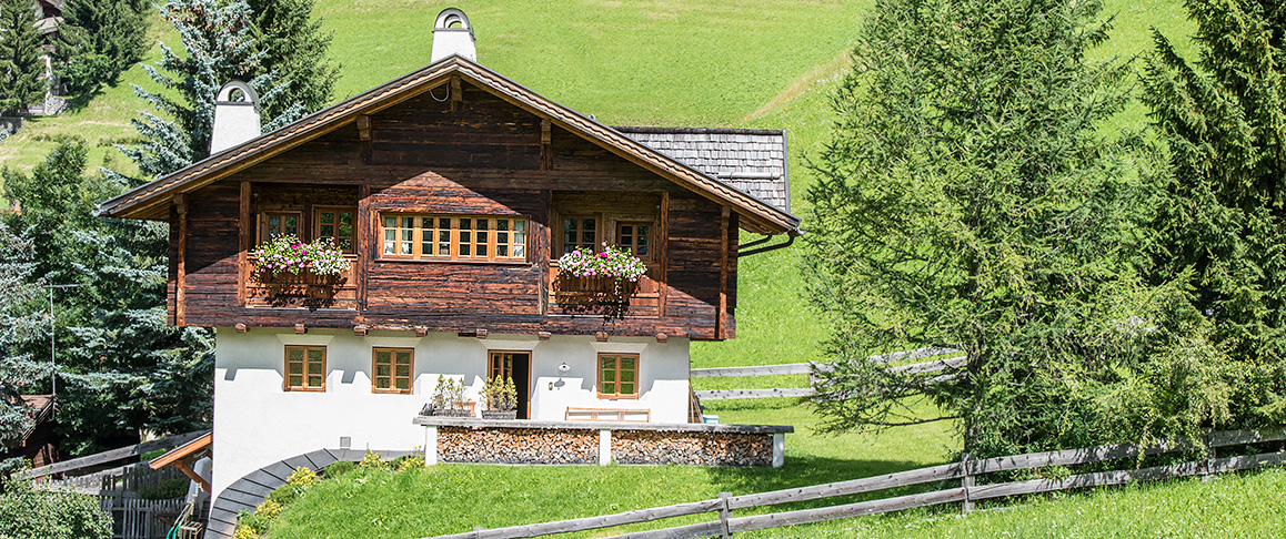 A wooden house and masonry in Alta Badia