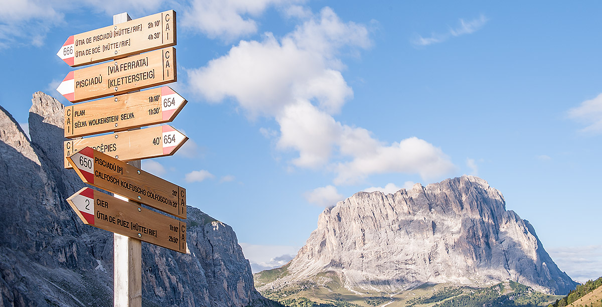 Indications signs of trails in Alta Badia