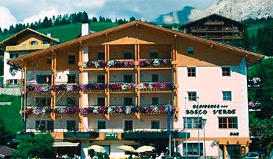 The apartments Boscoverde are situated in the centre of S. Cassiano in Alta Badia